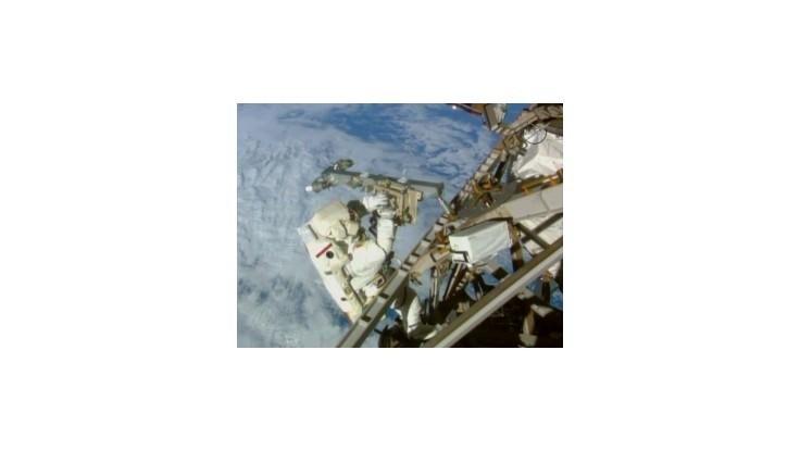 Astronauti vo vesmíre pripravili ISS na novú generáciu kozmických lodí
