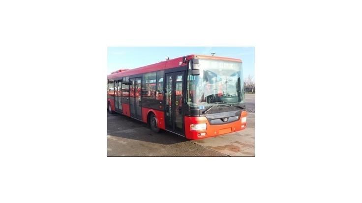 Dopravný podnik Bratislava prevzal ďalšie tri nové kĺbové autobusy