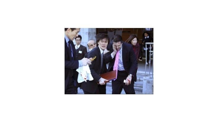 Útočník s britvou vážne zranil amerického veľvyslanca v Južnej Kórei