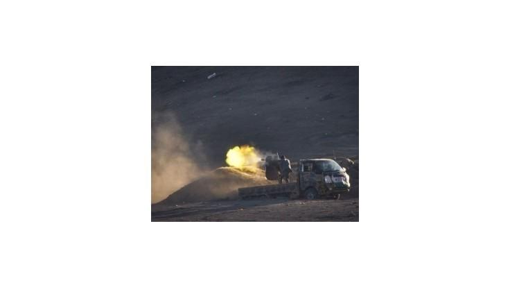 Kalifát zapálil v Iraku ropné polia, koalícia ich bombardovala