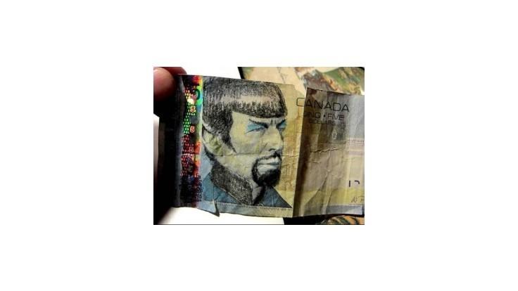 Kanadu zaplavili bankovky so Spockom, ľudia prekresľujú bývalého premiéra