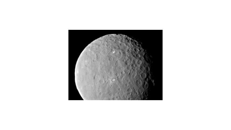 Sonda dorazila k trpasličej planéte Ceres, skúma aj záhadné škvrny