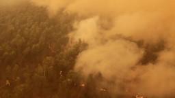 Indonéziu ničia plamene ako nikdy v dejinách. Slnko nevidno mesiace
