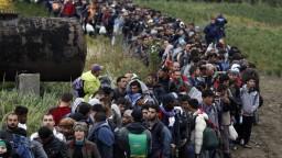 Seehofer: Nemecko by malo prijať do 200.000 utečencov ročne