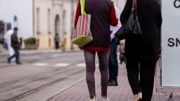 V Bratislave vyčíňa ďalší fekálny fantóm, útočí na ženy aj dievčatá