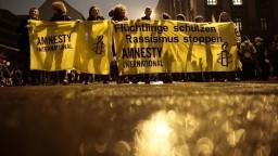 Štáty zneužívajú bezpečnostné hrozby na útlak, tvrdí Amnesty International