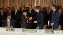 Podpísali zmluvu na výstavbu úsekov D4 a R7