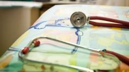 Medici využívajú novú technológiu, učia sa na simulátore novorodenca