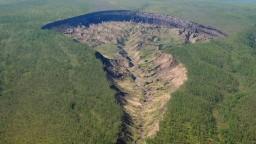 Obrovská puklina na Sibíri desí miestnych, vedcov však fascinuje