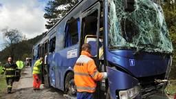 Neďaleko Zvolena havaroval autobus, nehoda si vyžiadala jeden život