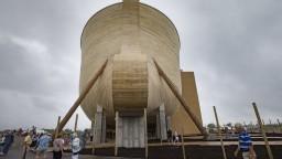 V USA postavili obrovskú Noemovu archu. Pojme ľudí aj dinosaury