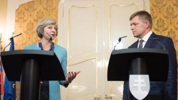 Fico požiadal britskú premiérku o starostlivosť o Slovákov v Británii