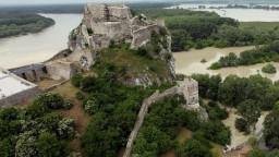 Bratislavský hrad Devín dobyli rytieri a nadšenci histórie