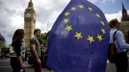 Brexit môže trvať ďalšie tri roky, zdržiavajú ho organizačné problémy