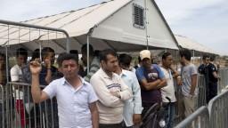 Prílev migrantov skrotí uzavretá balkánska trasa, tvrdí rakúsky minister