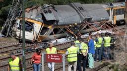 Vykoľajený vlak v Španielsku vrazil do mosta, zahynuli 4 ľudia