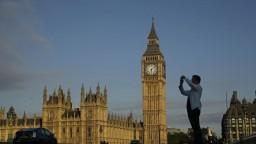 Británia chce menej migrantov, zvažuje prísnejšie hraničné kontroly