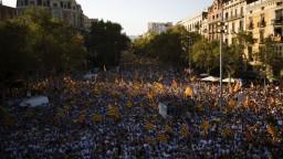 Státisíce Kataláncov demonštrovali za nezávislosť, žiadajú referendum