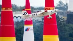 Víťazom Red Bull Air Race je Dolderer, pozrite si jeho predstavenie