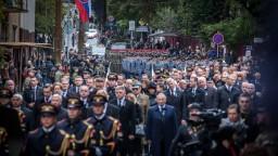 Fotogaléria: Na pohreb Michala Kováča prišli politici aj stovky občanov