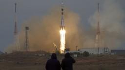 Sojuz úspešne odštartoval, na ISS dovezie trojčlennú posádku