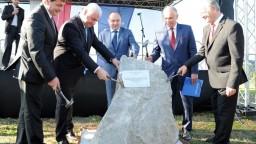Slovenské Komárno a maďarské Komárom spojí nový most