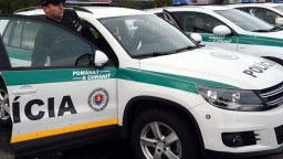 Mladík s nožom v Bratislave zaútočil na policajtov, hrozí mu 8 rokov