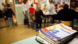 Žiakom na prvom stupni chýbajú učitelia, tí často hľadajú prácu inde