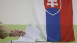 Slováci si volili starostov či poslancov, mnohé obce mali doplňujúce voľby