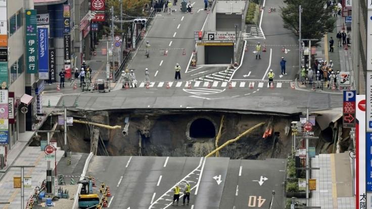 V japonskom meste sa odrazu vytvoril gigantický kráter