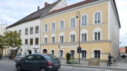 Hitlerov rodný dom zmenia na nepoznanie, podporili jeho vyvlastnenie