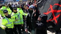 Británia zakročila proti neonacistom, zakázala hnutie Národná akcia