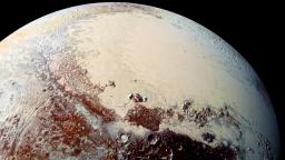 V útrobách Pluta je oceán nemrznúceho sirupu. Pláva v ňom niečo?