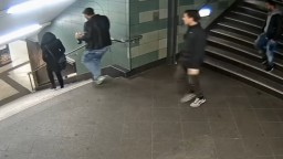 Polícia zatkla muža za brutálny útok na ženu v berlínskom metre