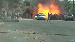 Atentátnik opásaný výbušninami zabil desiatky jemenských vojakov