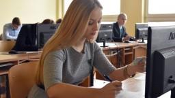 Takmer polovica stredoškolákov si chce dať prihlášku na českú vysokú školu