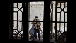 Člen afgánskych milícií zastrelil kolegov, zabil ich v spánku