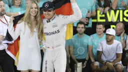 Traja piloti F1 končia s kariérou, Rosberg je prekvapením