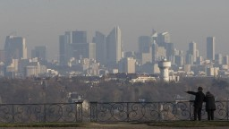 Parížske úrady chcú znížiť emisie, ponúkli zaujímavé opatrenie