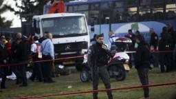 V Jeruzaleme zabíjal kamión, vodič vrazil do skupinky vojakov