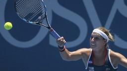 Cibulková na Bouchardovú nestačila, rozlúčila sa s turnajom v Sydney