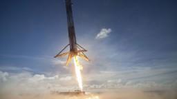 Z Kalifornie odštartovala raketa Falcon 9 spoločnosti SpaceX