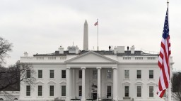 Biely dom zmenil prezidenta i šat, Trump dal vymeniť dekorácie