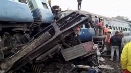 Na juhu Indie sa vykoľajil vlak, zahynuli desiatky ľudí
