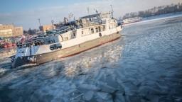 Na Dunaji úradujú ľadoborce, plavbu po rieke zastavilo počasie
