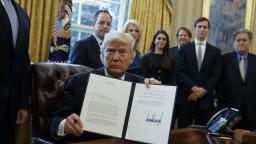 Trump dal zelenú opätovnej výstavbe kontroverzných ropovodov