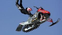 Švéd Bodin predviedol na snežnom skútri historický skok