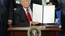 Na hraniciach s Mexikom vyrastie múr, Trump vydal príkaz na stavbu
