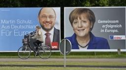 Hlavný sok kancelárky Merkelovej má podľa prieskumu rovnakú podporu