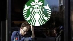 Známa sieť kaviarní vo svete zamestná 10-tisíc utečencov